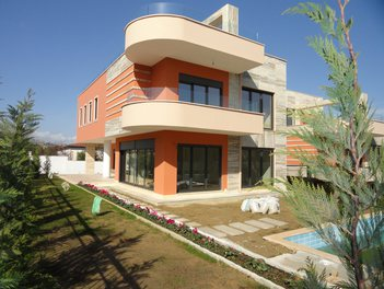 Villa in Tirane Albania 4 bedrooms + livingroom + kitchenette