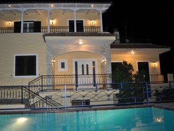 Villa in Gjirokaster Albania More then 4 rooms