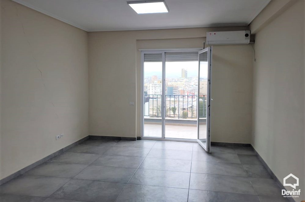 Me Qera Apartment 3 bedrooms + livingroom + kitchenette Close to Tirana Olympic Park Tirane