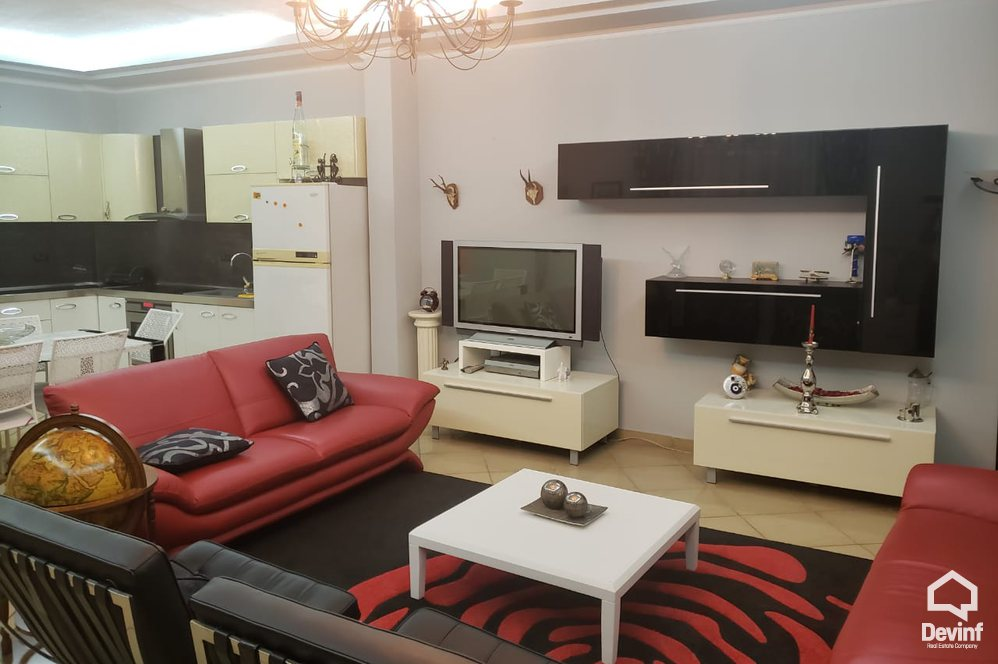 Me Qera Apartment 3 bedrooms + livingroom + kitchenette Apartment in the center, in Boulevard Zogu i I Tirane