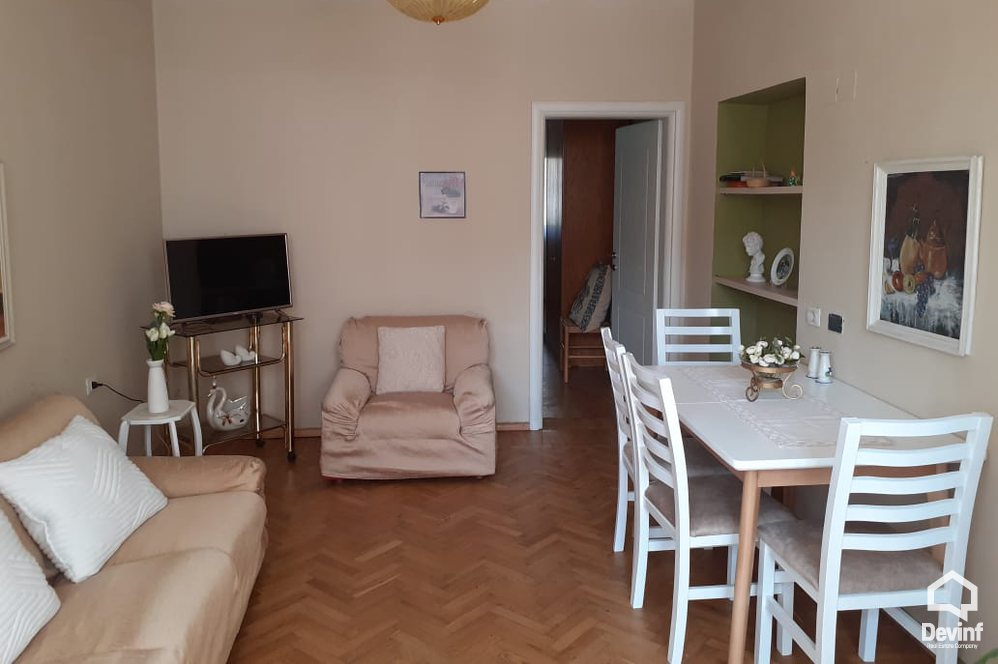 Me Qera Apartment 1 bedroom + livingroom + kitchenette Apartment located close to the Bank of Albania Tirane