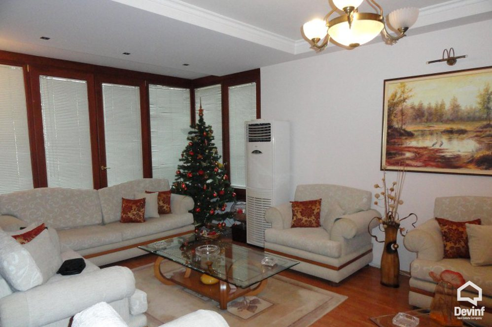 Ne Shitje Apartment 3 bedrooms + livingroom + kitchenette This apartmant is located close to the green park of Tirana on Elbasani Street. Tirane