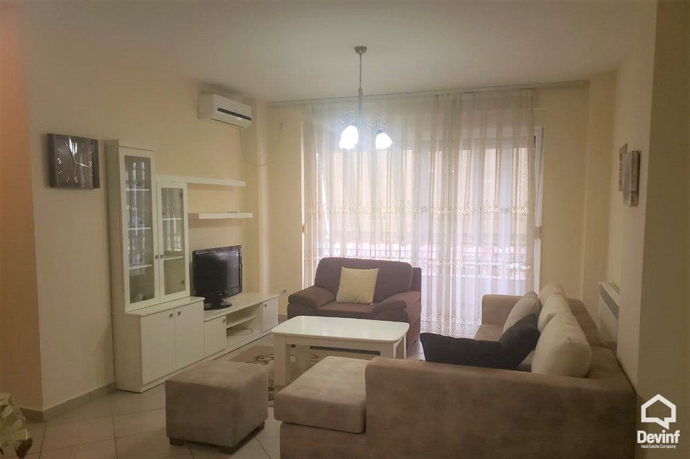 Me Qera Apartment 3 bedrooms + livingroom + kitchenette Near by Wilson Square Tirane