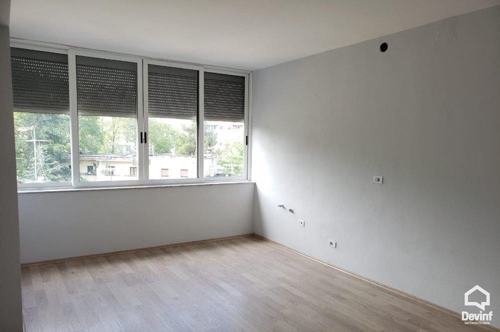 Me Qera Office 2 bedrooms + livingroom + kitchenette Office close to Blloku area Tirane