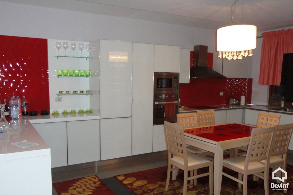 Villa 4 bedrooms + livingroom + kitchen në for sale, Tirane - Albania Real Estate
