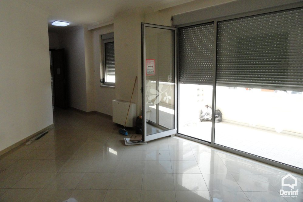 Me Qera Office 3 bedrooms + livingroom + kitchenette Office premises located in Blloku area Tirane