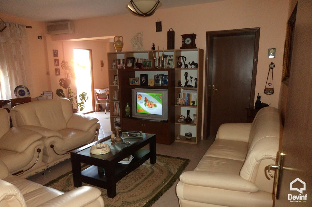 Ne Shitje Apartment 3 bedrooms + livingroom + kitchenette Bardhyl Road Tirane