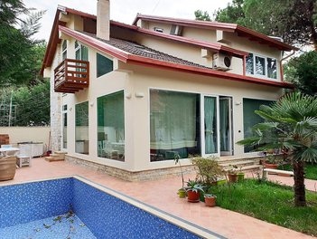 Villa in Durres Albania 3 bedrooms + livingroom + kitchenette