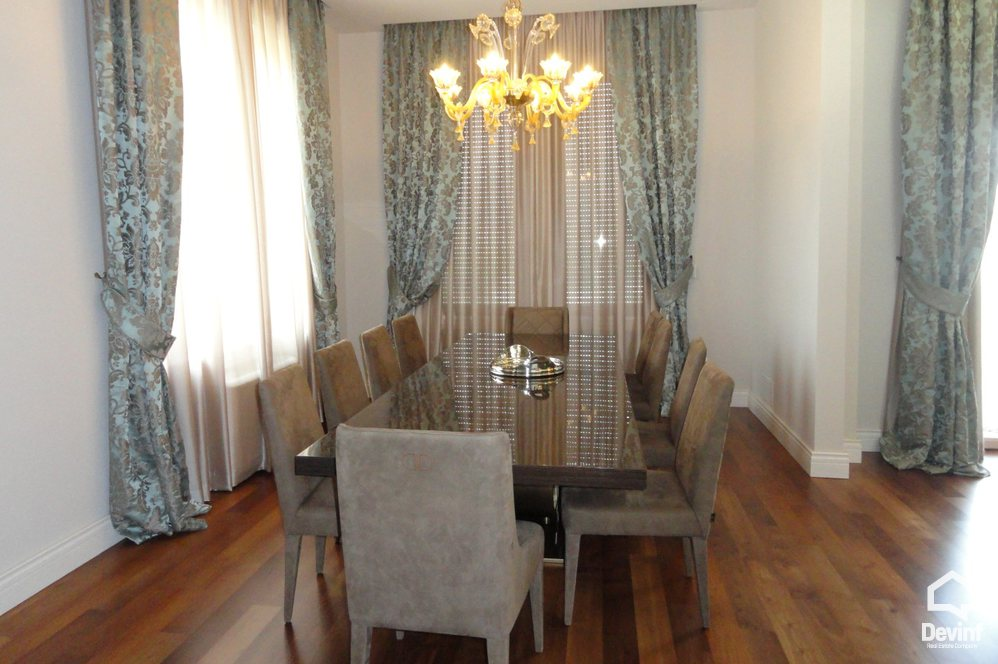 Villa More then 4 rooms në for sale, Tirane - Albania Real Estate
