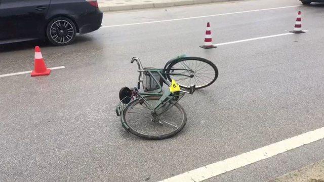 Po udhëtonte me biçikletë, makina përplas