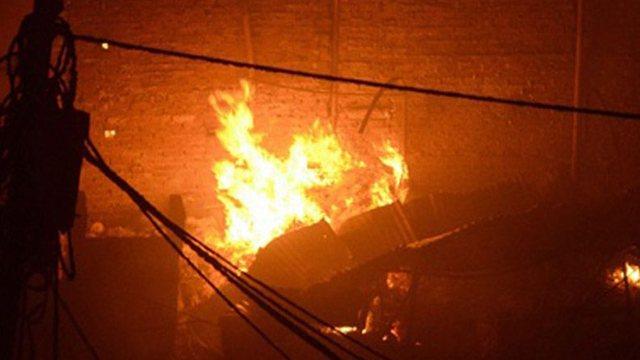 Zjarr në një fabrikë në Tiranë, humb jetën