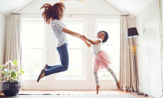 10 mënyra si të argëtoni fëmijët në shtëpi