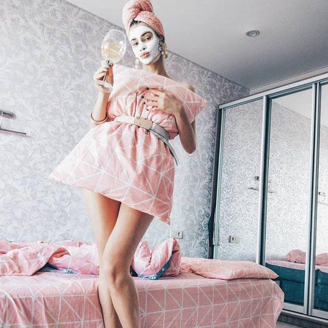 Nga jastëk në fustan, ja çfarë po bëjnë vajzat