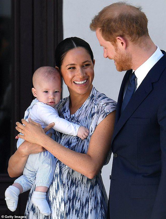 Libri biografik: Princi Harry vendosi ta braktisë familjen mbretërore,