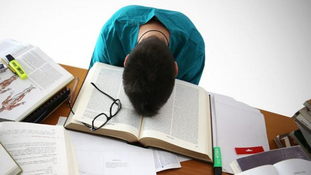 Letër psikologes/ Si të largoj stresin e provimeve të