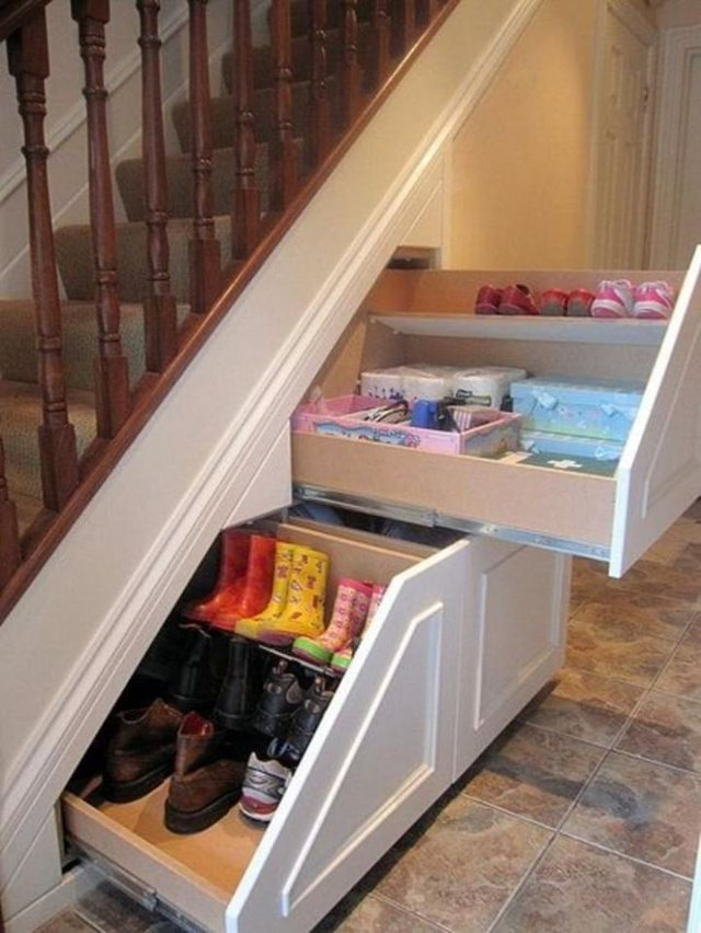 Ide si të shfrytëzoni hapësirën poshtë shkallëve