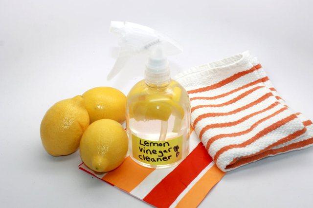 4 ide si ta përdorni limonin në pastrim