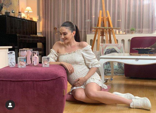 Ide fustanesh për gratë shtatzëna, nga vajzat e njohura!