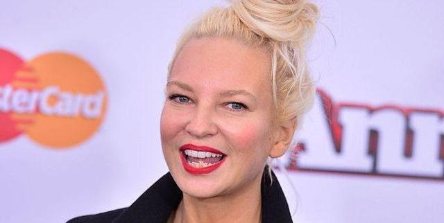 Sia bëhet gjyshe e dy binjakëve