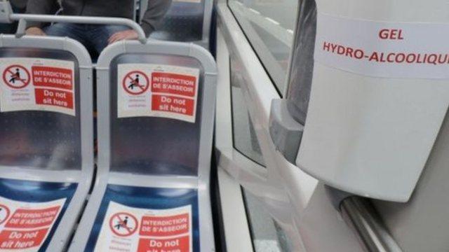 Shoferi i autobusit u kërkon të vendosin maska, pasagjerët e