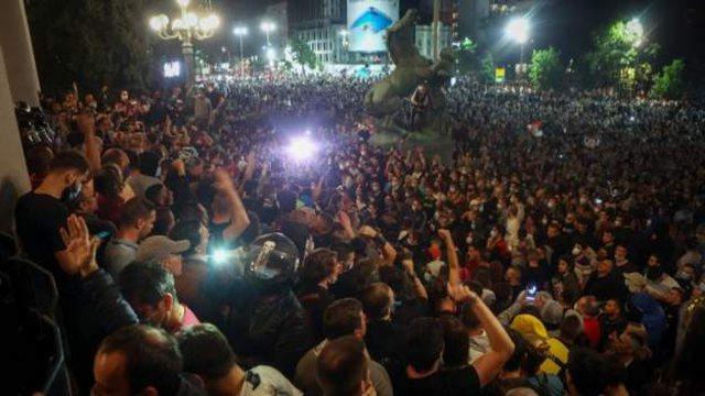 Shtetrrethimi në Beograd/ Protesta dhe përleshje në Serbi!
