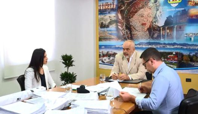 Tërmeti/ Nis dhënia e granteve në Durrës, Rama: Do të