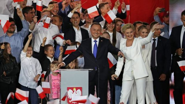 Presidenti Andrzej Duda fiton me rezultat të ngushtë zgjedhjet në
