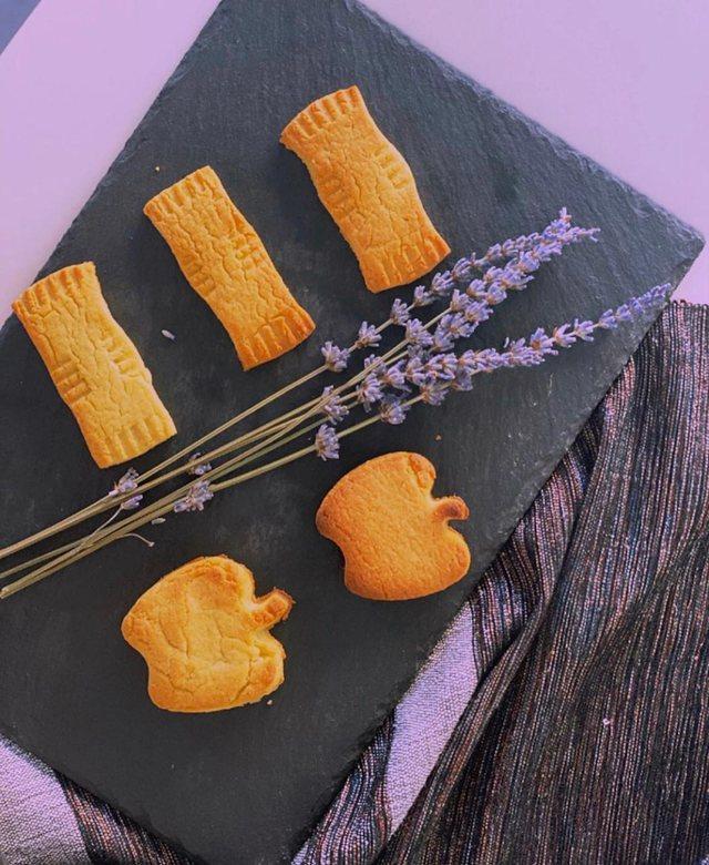Receta/ Dhurata Thanasi sjell biskotat xhenoveze me livandë