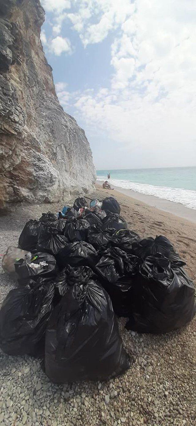 Pusho shqip, dhe mbaj pastër plazhin!
