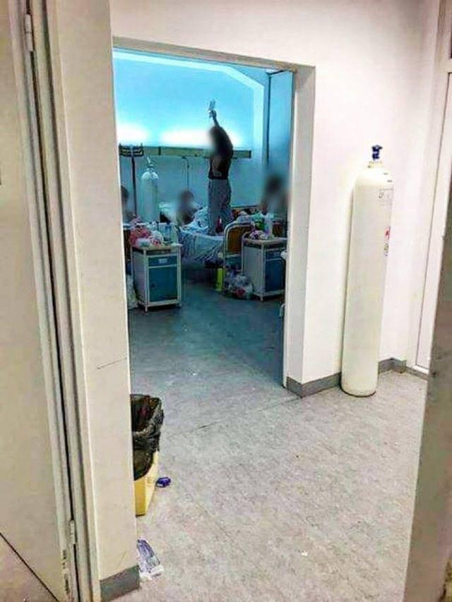 Foto skandale nga Kosova/ Vajza i mban serumin nënës në shtrat,