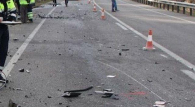 Përplasen tre makina në Elbasan-Peqin, humb jetën një