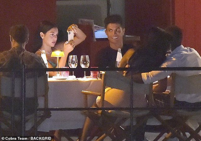 Cristiano Ronaldo darkon me miqtë e tij/ Por çfarë nuk ju
