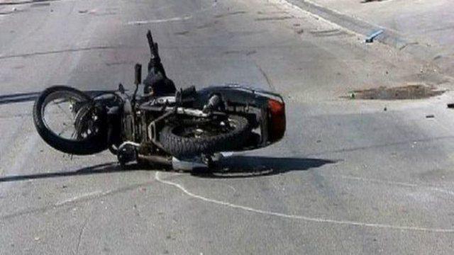 Përplasen dy motoçikleta, vdes 40-vjeçari në Peqin