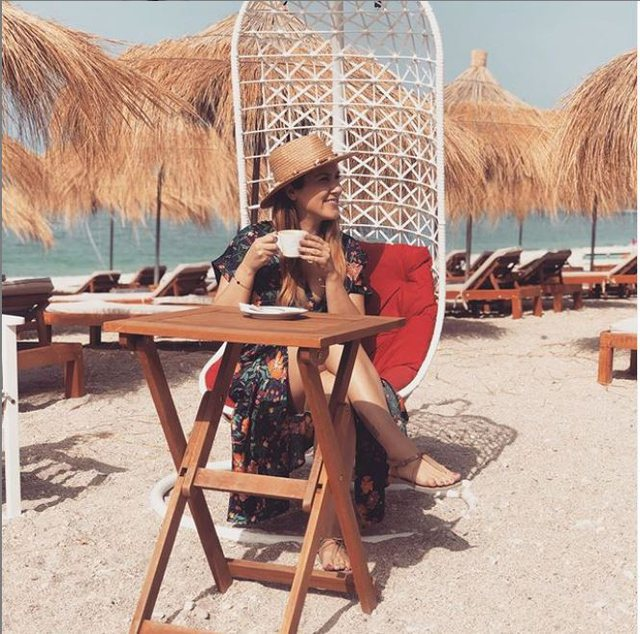 Arbana Osmani poston foto nga plazhi, tregon barkun e rrumbullakosur