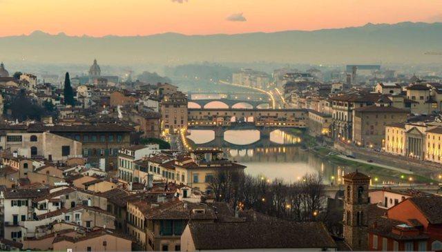 Dritaret e verës në Firence