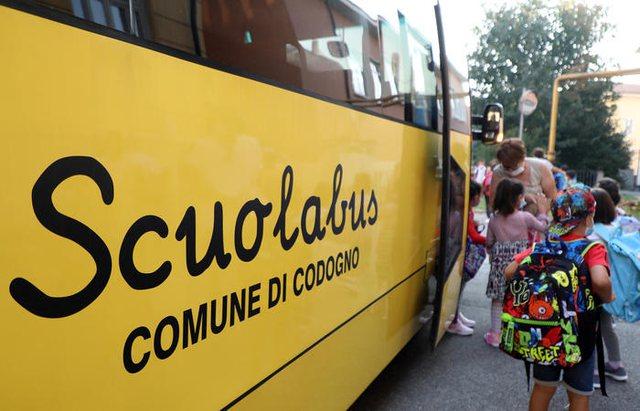 Pas 6 muajsh Italia kthen nxënësit në shkollë