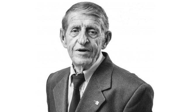 Vdes aktori dhe politikani i njohur, Adem Mikullovci