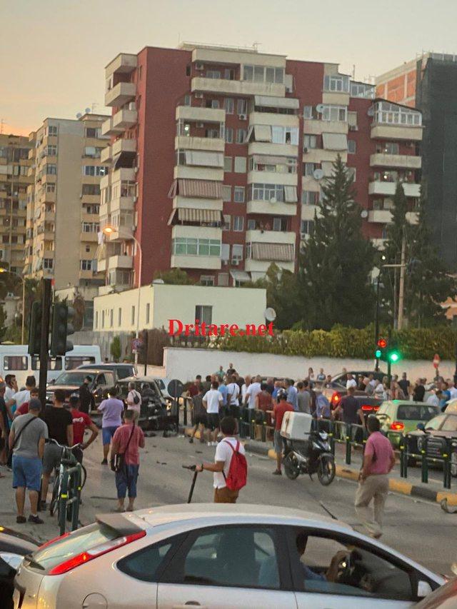 Foto e video/ Shpërthim, në Vasil Shanto
