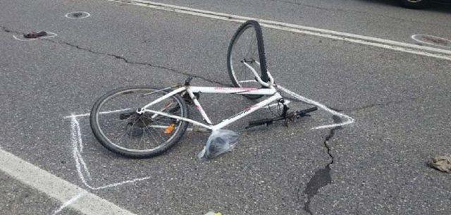Po udhëtonte me biçikletë, makina përplas për vdekje
