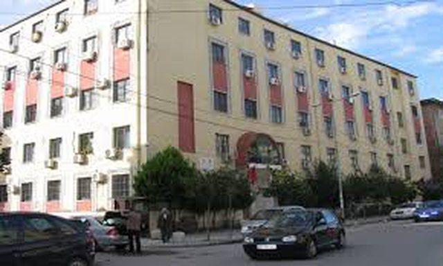 Gjykat e Durrësit lë në burg të dyshuarit për vrasjen e