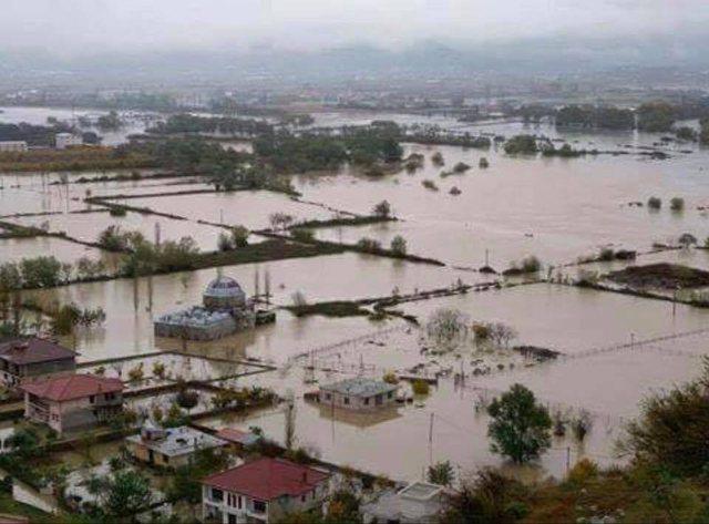 Reshjet e shiut/ Paralajmërohen përmbytje në Shkodër