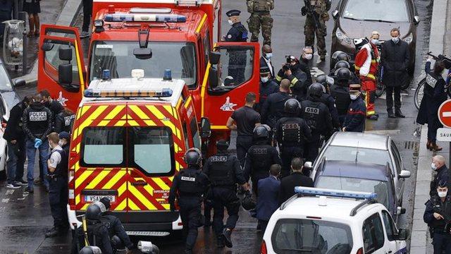 7 të arrestuar në Paris pas sulmit terrorist