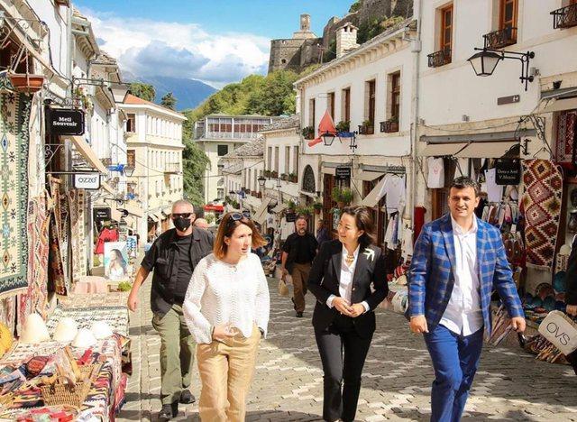 Ambasadorja Kim e mahnitur nga Gjirokastra: Shpresoj të kthehem së