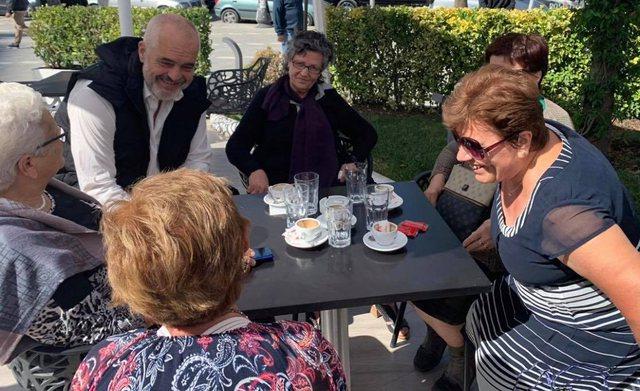 Rama mbyll javën me gjyshet e Vlorës!