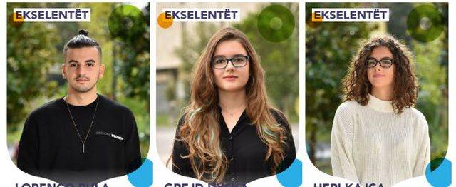 Fotot e nxënësve ekselentë në rrugët e Tiranës,