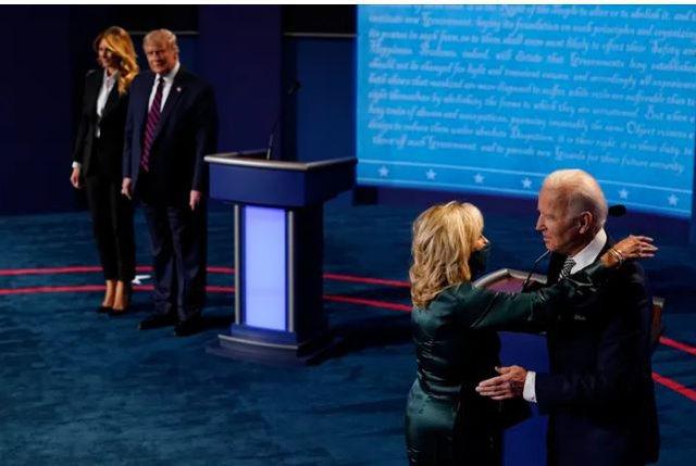 Çfarë komunikoi Melania Trump, me gjuhën e trupit dhe veshjen