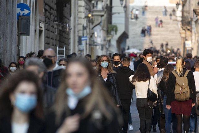 Italia shënon rekord infektimesh, gati 25 mijë në një