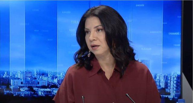 Rudina Xhunga: Mbro veten dhe mos u bëj mish për top i politikës