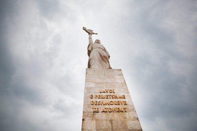 Rama uron Ditën e Çlirimit me vargjet e hartimit të Qemal