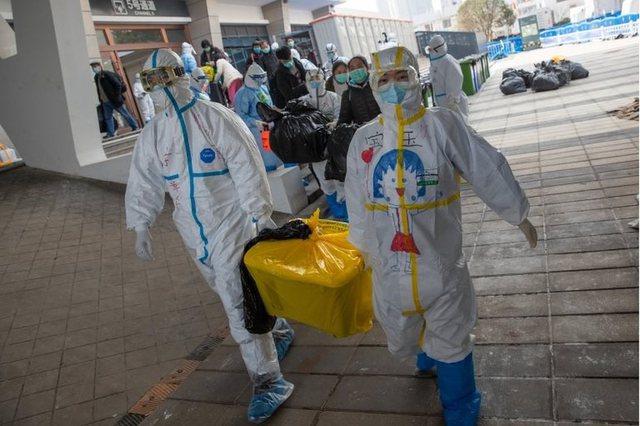 Një vit pas shpërthimit të virusit, Kina kërkon të